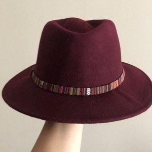 Merona • Wool brimmed hat in burgundy
